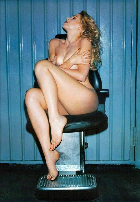 http://immagini.tipiace.it/gallery/calendario-valeria-marini-1999/medium_valeria-marini-gennaio-1999.jpg